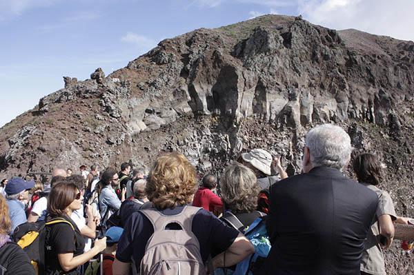 VESUVIO SUNSET – Tre appuntamenti speciali al Gran Cono del Vesuvio: venerdì 21 e sabato 22 settembre, con replica venerdì 28 settembre