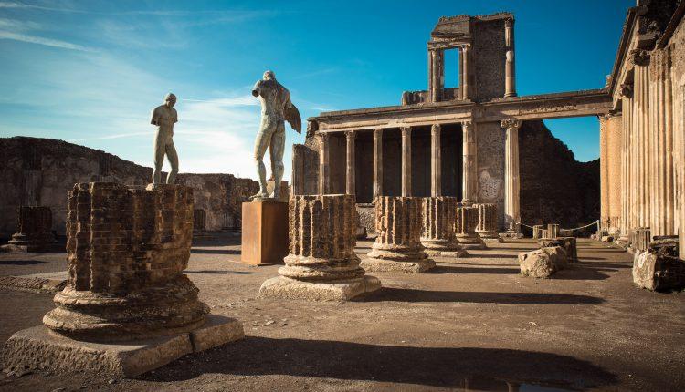 Scavi di Pompei,riemerge tomba coppia clandestina: si tratta si unpadrone e della sua ancella, sepolti insieme con il figlio illegittimo