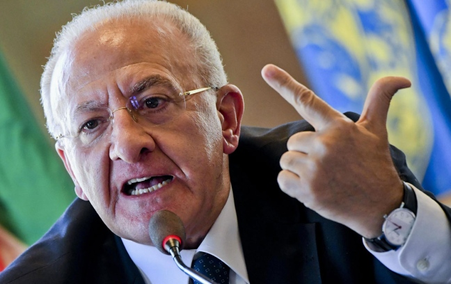 """Vincenzo De Luca: """"Direzione regionale del Pd il 17? Farò sapere"""",il presidente uscente conferma di voler ripresentarsi e di essere pronto anche senza l'appoggio del Pd"""