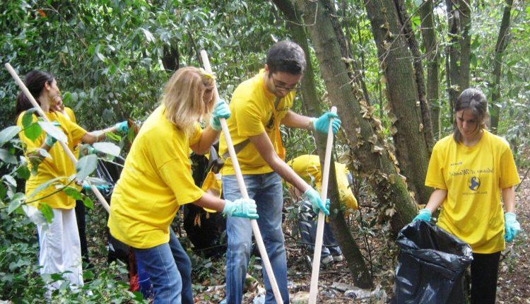 «Puliamo il mondo», sul Vesuvioraccolti oltre 500 chili di rifiuti
