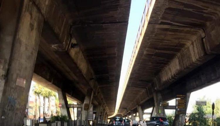 """Cercola, cadono calcinacci dal ponte Caravita: """"Intervenite subito"""""""