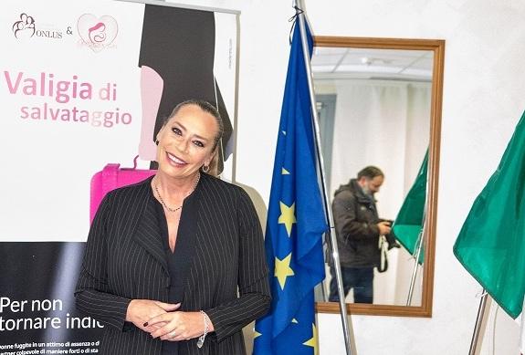 """Approda in Campania """"La Valigia di Salvataggio"""" per le donne vittime di violenza in fuga"""