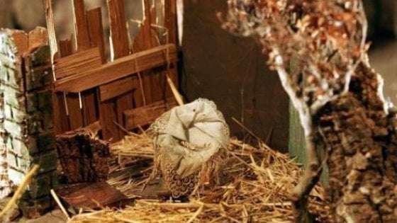 """Rubate Natività e pastori dal presepe a Portici. Padre Giorgio: """"non metterò nuovi pastori, la gente deve sentire il vuoto"""""""