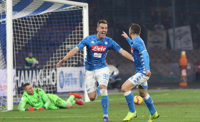 Mertens e Milik lanciano il Napoli, il Bologna ko:tifosi con il viso colorato di nero, maschere con il volto di Koulibaly