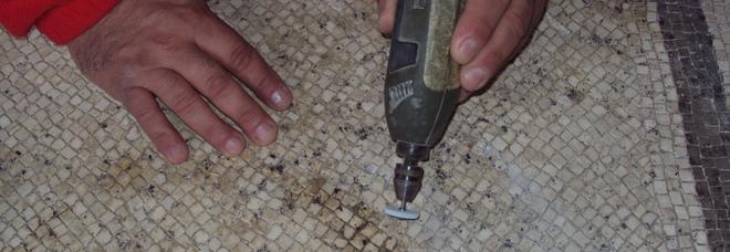 Ercolano, cantieri aperti ai visitatori per il distacco di un mosaico