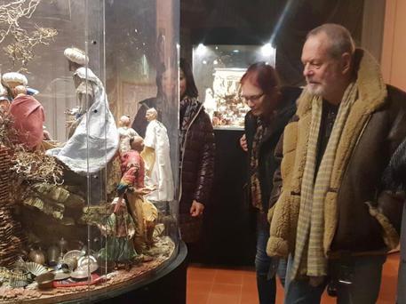Terry Gilliam visita Villa Campolieto:Il regista Usa ammira presepe ed esedra: 'Teatro perfetto'