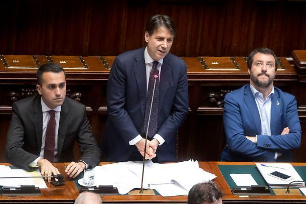 """REDDITO E QUOTA 100: CONTE, DI MAIO E SALVINI SODDISFATTI. ECCO COME FUNZIONERA' IL DECRETO """"ANTI-DIVANO"""""""