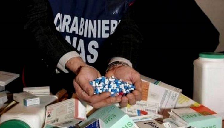 Farmaci rubati o contraffatti: 11 arresti, due farmacisti napoletani, padre e figlio