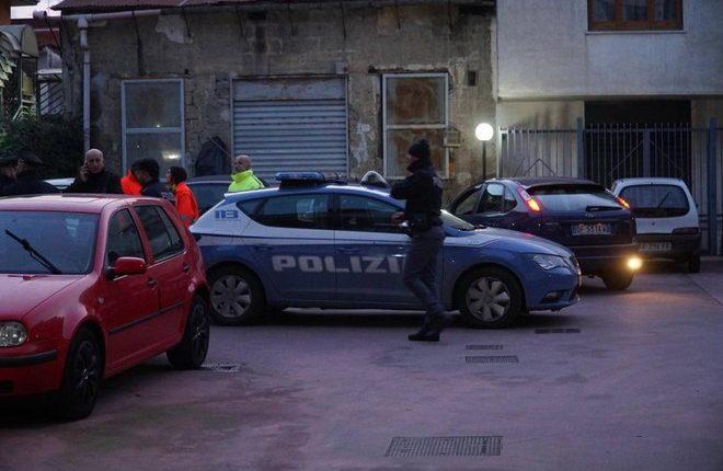 Bimbo morto in casa nel Napoletano, sulla sorella segni di percosse, laPolizia ha ascoltato lamamma e il compagno della donna
