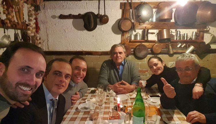 Prove di forza, sante alleanze o una cena tra ex? A Pollena Trocchia, dove non c'è l'opposizione, cambiano gli equilibri in maggiroanza?