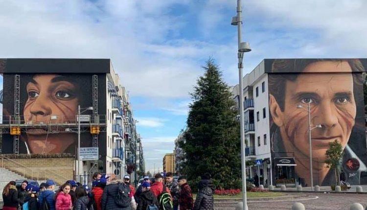 """Jorit completa i murales a Scampia e incontra gli studenti. UmbertoDe Gregorio """"Eav al fianco dei quartiere in vari progetti"""""""