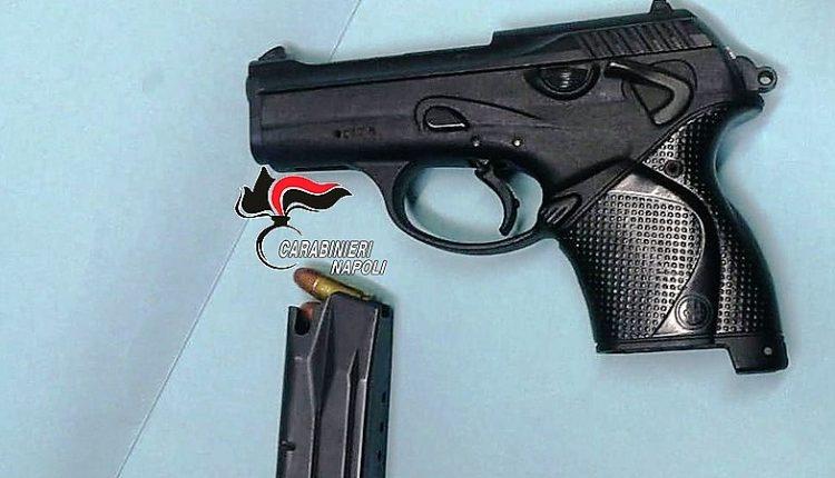 Nel Napoletano fermati due giovani: nascondevano una pistola sotto il sedile dell'auto