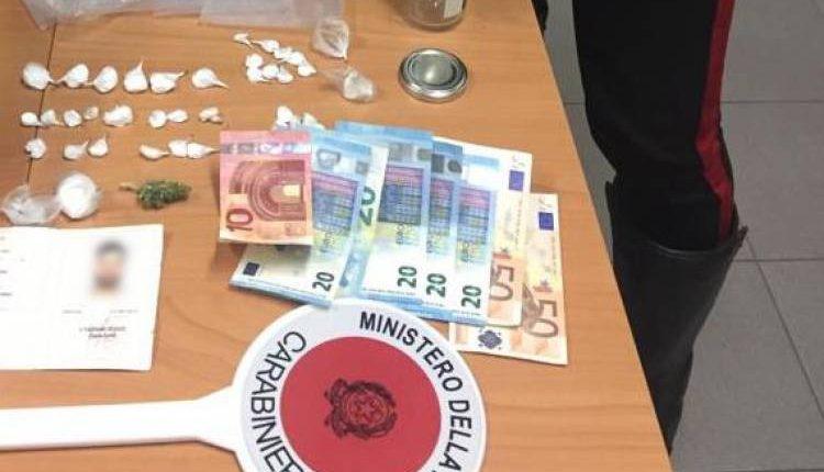 Cercola, cocaina e documento falso in casa: arrestati due fratelli