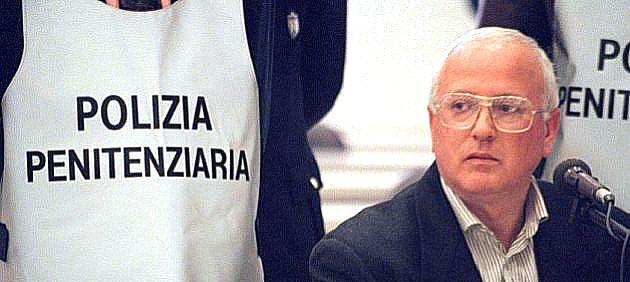 """""""Raffaele Cutolo merita cure fuori dal carcere, questa è una tortura"""" : l'appello dei Radicali per la salute dell'ex boss"""