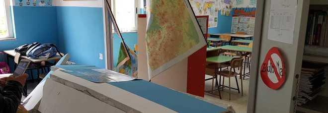 Crolla la parete della scuola a Sant'Anastasia: feriti la maestra incinta e cinque bimbi. La Procura apre un'indagine