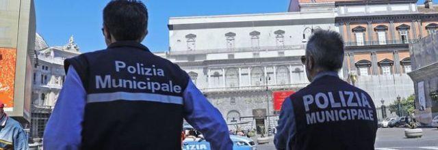 B&B illegali e agenzie viaggi abusive:task force della Municipale a Napoli durante le festività pasquali