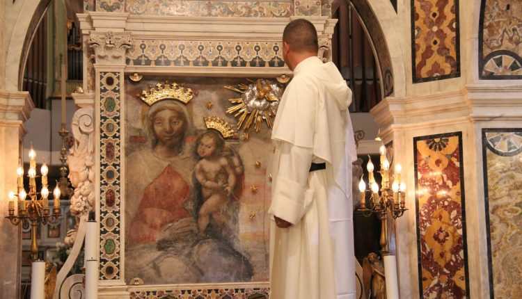 LA NOTTE DEI SANTUARI – A Madonna dell'Arco le luci del Santuario illimineranno la città, a mezzanotte l'adorazione eucaristica