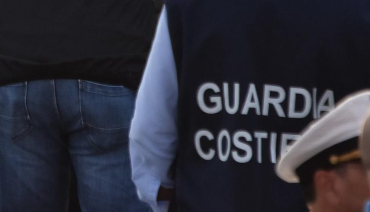 Gare d'appalto falsate al portodi Napoli: scattano sette arresti