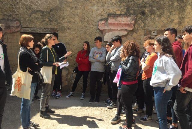 La formazione delle giovani leve al Parco Archeologico di Ercolano.I Percorsi per le competenze trasversali e per l'orientamento:numerose convenzioni con gli istituti superiori