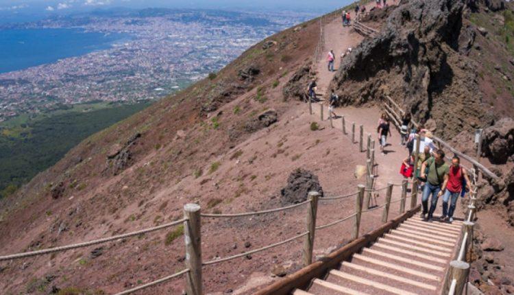 Giornata Parchi, cratere Vesuvio gratis:il 24 maggio per i residenti nei tredici comuni sotto il Vesuvio