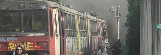 Circumvesuviana, incendio sul treno: paura nei vagoni a Ottaviano