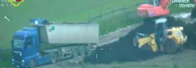 Traffico illecito di rifiuti, sequestrie 23 indagati in Lazio e Campania