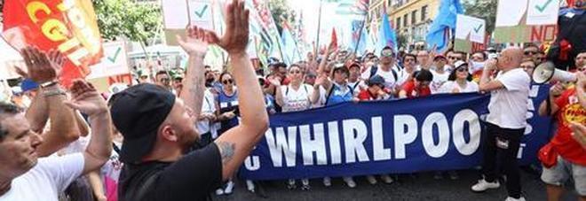 Sciopero generale metalmeccanici, Napoli c'è: operai Whirlpool in testa: «Al Sud un deserto industriale»