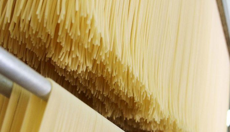 La pasta campana vince la sfida della qualità sui mercati e fa festa per il pastificio Setaro che compie 80 anni