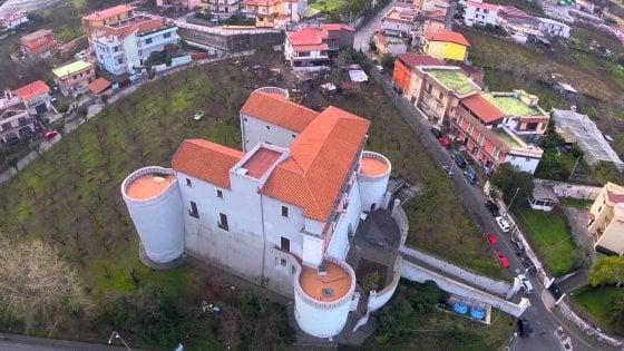 """Somma Vesuviana, Onda Bianca sul Castello di Totò: """"Ecco la nostra idea per il Castello d'Alagno: meglio una prestigiosa università pubblica che una struttura di cultura privata"""""""
