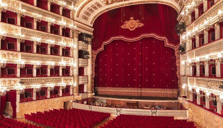 """Teatro San Carlo, bufera sul bando per addetto stampa. Il Governatore Vincenzo De Luca: """"Revocatelo"""""""