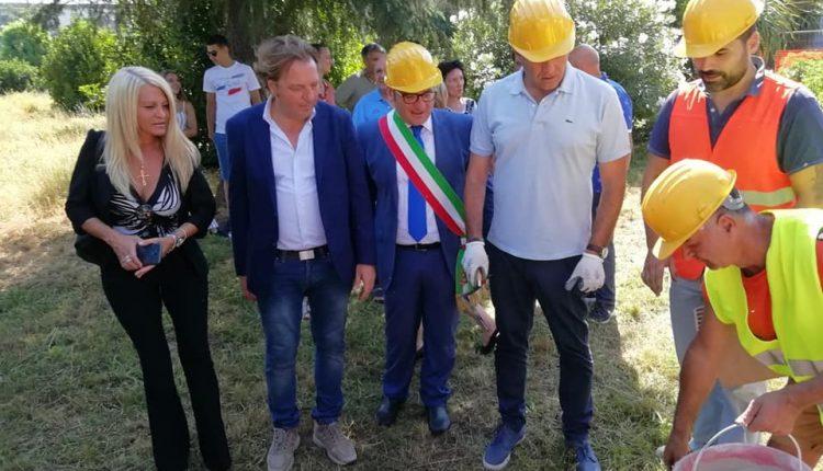 Al via la posa della prima pietra per il Liceo a Volla: ed è polemica tra il sindaco Di Marzo e Pasquale Petrone