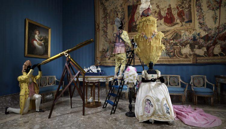 Napoli Napoli, la storia si mette in scena:viaggio nel XVIII secolo tra 1000 oggetti, da costumi a ceramica