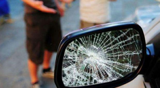 TRUFFA DELLO SPECCHIETTO ROTTO – A Sant'Anastasia i carabinieri hanno arrestato un trentenne di Casalnuovo