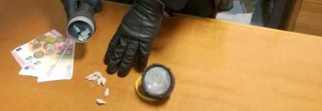 Crack, hashish ed eroina in auto: arrestati due pusher a Pollena Trocchia