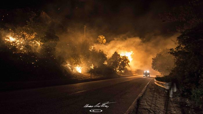 """Incendi: a Sarno cittadini evacuati, il.Sindaco: """"Finestre chiuse, non uscite di casa"""""""