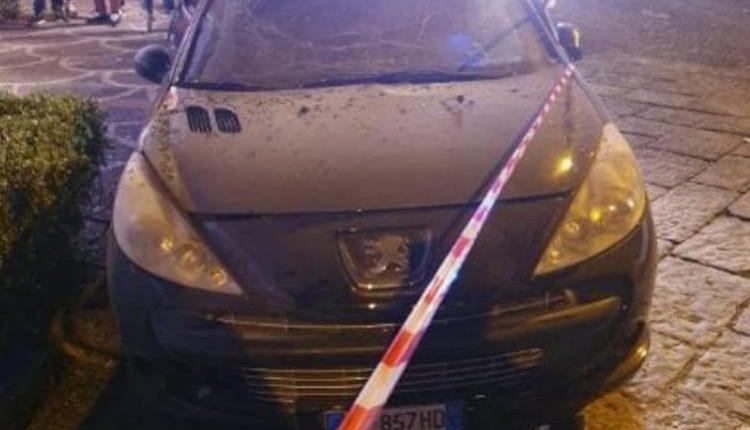Bomba nella notte distrugge un negozio a Pollena Trocchia. I carabinieri fermano i tre presunti responsabili: ferito e ricoverato in ospedale il bombarolo