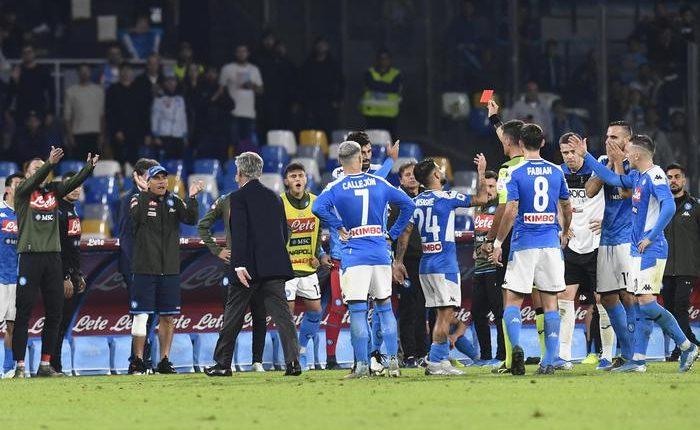 Napoli-Atalanta 2-2, decide l' arbitro: rigore negato su Llorente, poi Atalanta sigla il pari