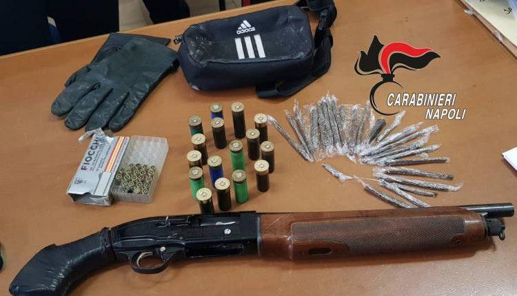 Fucile modificato, proiettili e droga in un sottoscala a Ponticelli
