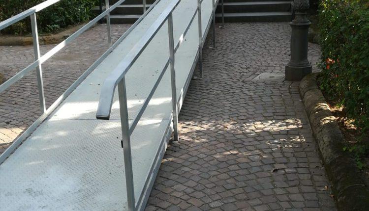 Giù le barriere architettoniche: a San Giorgio a Cremano rampe di accessoall'interno e all'ingresso principale
