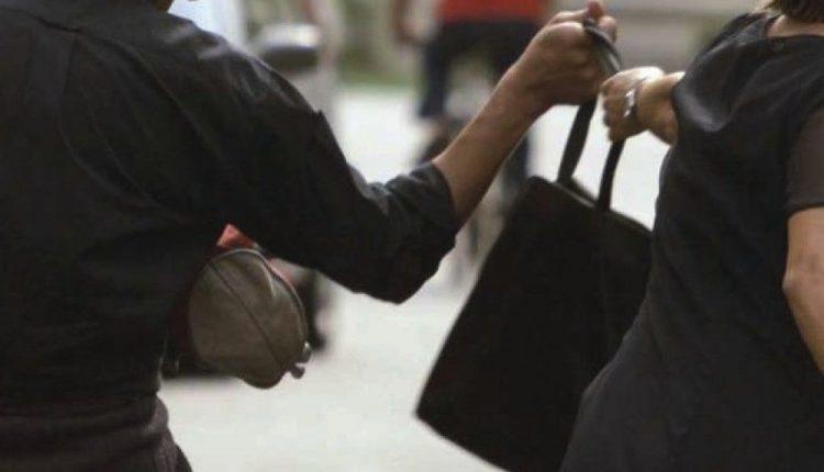 IN PRESA DIRETTA – Il racconto di uno scippo con efferata violenza a due donne al Centro Storico di Napoli: c'è troppo abbandono e poca sicurezza