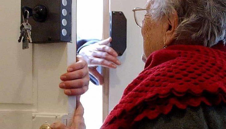 Truffe in Italia e all'estero: 50 arresti e 80 indagati tra affiliati al clan Contini, centinaia le vittime anziane