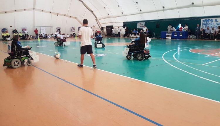 """Sport e sociale, Successo per la7.maedizione di """"Testimonianze"""": Oltresport Bari vince il primo """"Powerchairs Football Galà"""