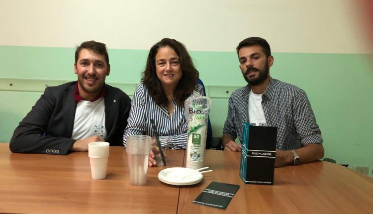 Pomigliano diventa Plastic free e due giovani imprenditori regalano all'ente una fornitura di beni in bio plastica