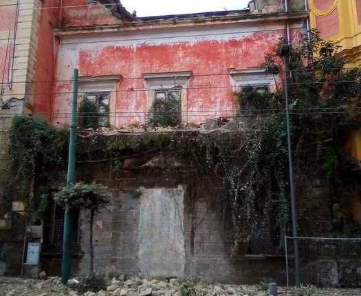 Crolla il solaio di una Villa settecentesca a Ercolano
