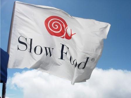 Evento di festa di Condotta di Slow Food Vesuvio per sostenere  un progetto per l'Africa  con la generosità di tantissimi amici ristoratori e pizzaioli vesuviani.