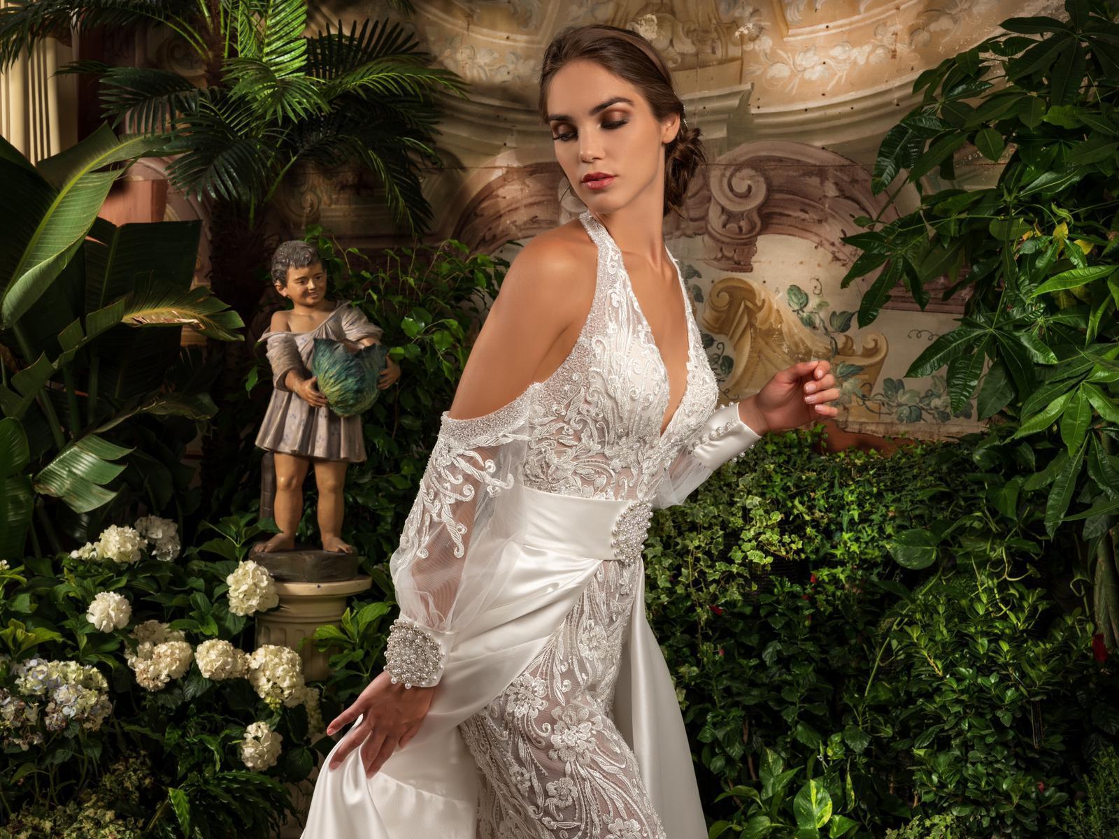 consegna veloce vendita outlet offerte esclusive Al Salone Margherita per la prima volta anche abiti eleganti prêt ...