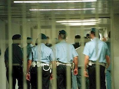 Rissa tra boss napoletani  nel carcere di Avellino: alcuni feriti e due agenti penitenziari in ospedale