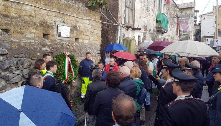 A Ercolano un piazzale intitolato a Salvatore Barbaro:a10 anni dall'omicidio, il tratto di via Mare dedicato alla giovane vittima di camorra