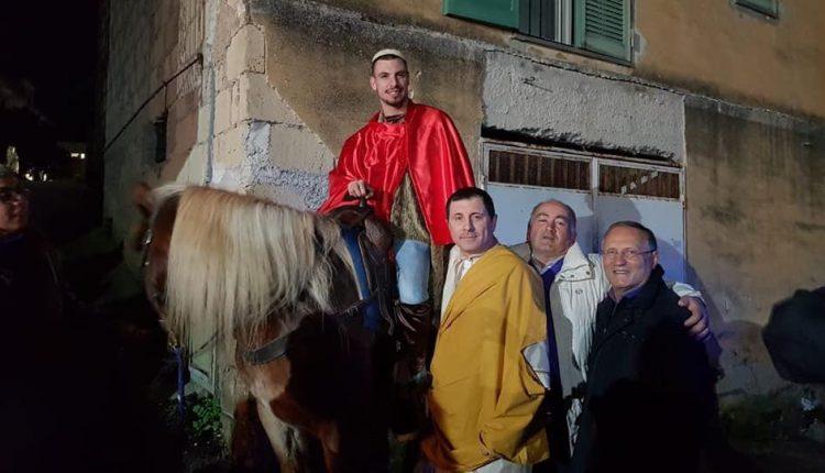 VESEVUS DE GUSTIBUS – E Massa di Somma con San Martino in Capracotta si trasforma in un borgo tra cavalli, ancelle e cibi squisiti