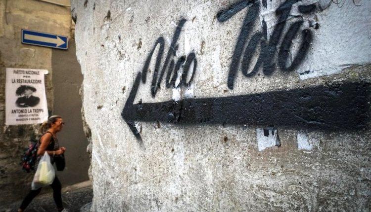 QUARTIERI IN FESTA – E alla città sarà donato il Vico Totò in vita, morte e miracoli dello storico artista partenopeo